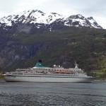 Cruise ship coming into Gieranger